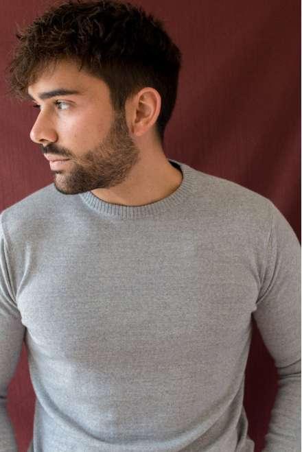sueter gris claro cuello redondo